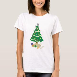 Camiseta Gato impertinente do gatinho da árvore de Natal