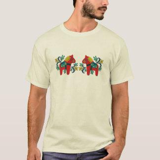 Camiseta Gêmeos coloridos do cavalo de Dala do sueco