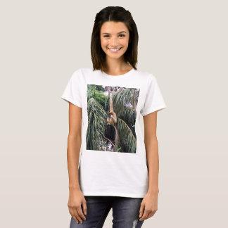 Camiseta Gibbon apenas que pendura ao redor,