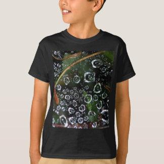 Camiseta Gotas de orvalho em uma rede da aranha