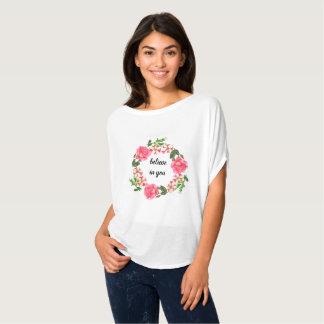 Camiseta Grinalda cor-de-rosa do círculo das flores da