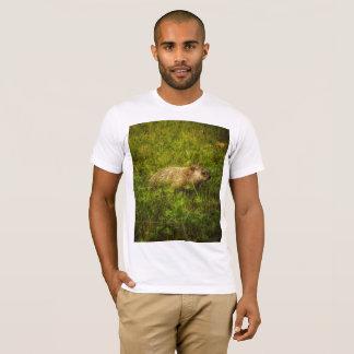 Camiseta Groundhog em um t-shirt do campo