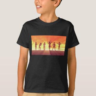 Camiseta Grupo de miúdos que têm o divertimento como um