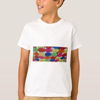 Camiseta guarda-chuva colorido