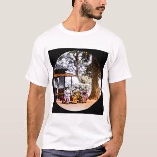 Camiseta Gueixa que visita fora de uma casa de chá em Japão