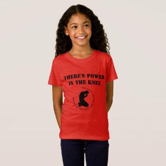 Camiseta Há um poder no joelho - T das meninas