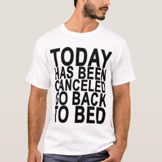 Camiseta Hoje foi cancelado vai para trás a Bed.png