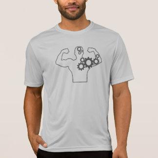 Camiseta Homem a fazer à máquina
