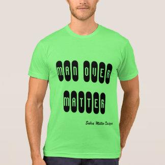 Camiseta Homem sobre a matéria