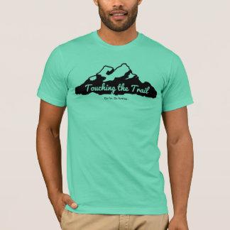 Camiseta Homens que tocam no t-shirt do logotipo da fuga