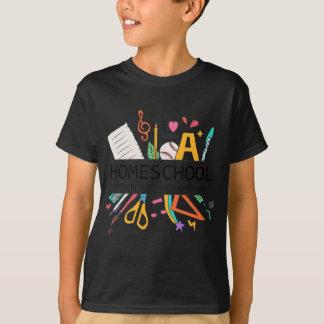 Camiseta Homeschool abasteceu-se pelo amor e pelo café
