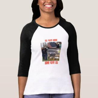 Camiseta Honrando o veterano real do herói. .the