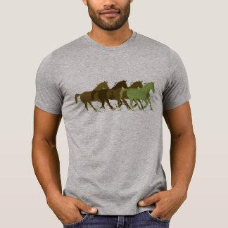 Camiseta horsing ao redor, cavalos selvagens