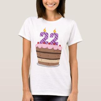 Camiseta Idade 22 no bolo de aniversário