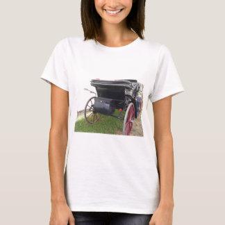 Camiseta Ideia traseira da carruagem antiquado do cavalo no