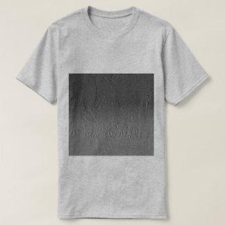 Camiseta Ilusão na frente da pirâmide