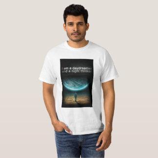 Camiseta im um sonhador do dia e um pensador da noite