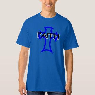 Camiseta imagem transversal com o alto escrito fé