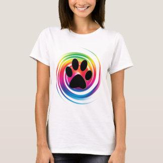 Camiseta Impressão da pata no redemoinho do arco-íris