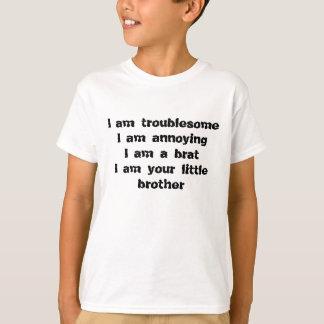 Camiseta incômodo, irritando, um pirralho de um irmão mais