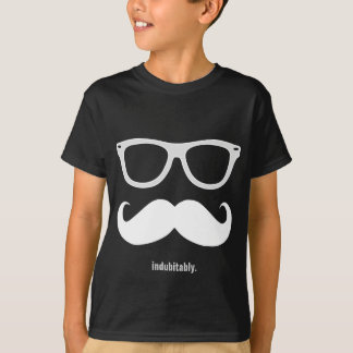 Camiseta indubitably - bigode e óculos de sol engraçados