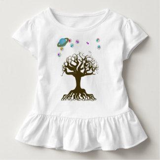 Camiseta Infantil A árvore e o céu mágico