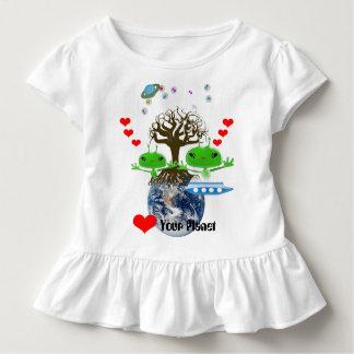 Camiseta Infantil Aliens de espaço verdes bonitos com navio de