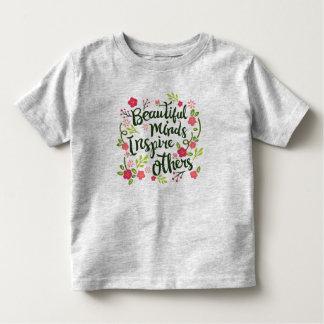 Camiseta Infantil As mentes bonitas inspiram outro para citar a