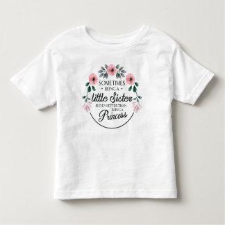 Camiseta Infantil Às vezes sendo uma aguarela da flor da irmã mais
