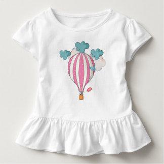 Camiseta Infantil Balão de ar quente cor-de-rosa bonito com guaxinim