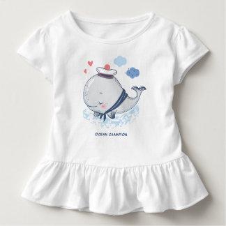 Camiseta Infantil Baleia do oceano no chapéu