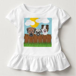 Camiseta Infantil Cães afortunados da ilustração em uma cerca de
