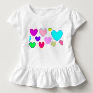 Camiseta Infantil Corações e mais corações