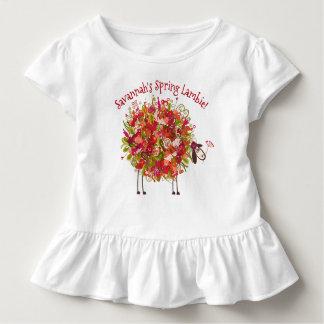 Camiseta Infantil Cordeiro florido colorido do primavera -