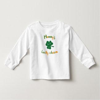 Camiseta Infantil De St Patrick afortunado do encanto da mamã