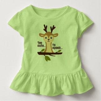 """Camiseta Infantil """"Demasiado bonito verde marrom do Dia das Bruxas"""