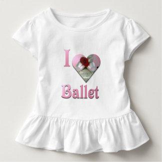 Camiseta Infantil Eu amo o balé com rosa vermelha