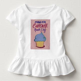 Camiseta Infantil Faça-lhe um tipo do cupcake do dia: T da criança!