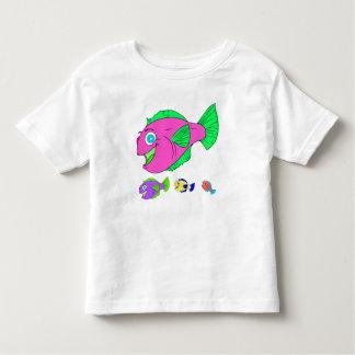 Camiseta Infantil Família de peixes colorida do vetor