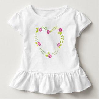 Camiseta Infantil Festão dos rosas em uma forma do coração