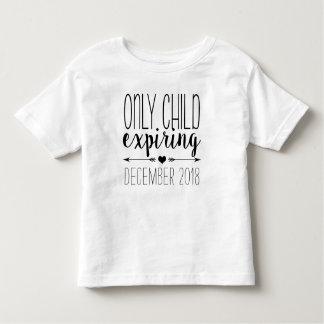Camiseta Infantil Filho único que expira - preto