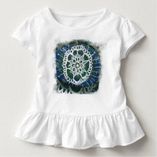 Camiseta Infantil Fundo branco do azul da mandala do T do plissado
