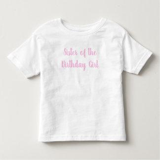 Camiseta Infantil Irmã do partido do Cursive do rosa da menina do