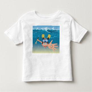 Camiseta Infantil Metal do menino que detecta na água
