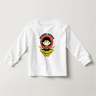Camiseta Infantil Mulher maravilha de Chibi com bolinhas e logotipo