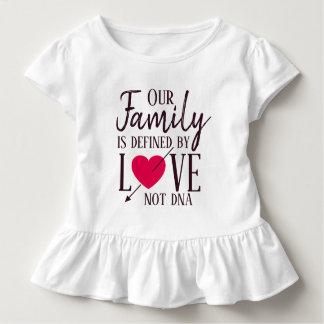 Camiseta Infantil Nossa família é definida pela adopção do ADN do