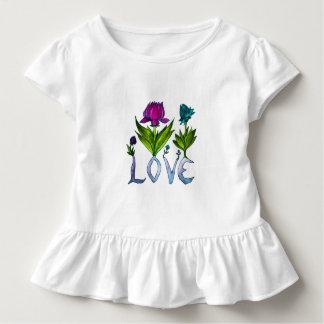 Camiseta Infantil O amor floresce o T do plissado da criança