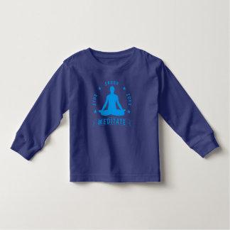 Camiseta Infantil O amor vivo do riso Meditate o texto masculino