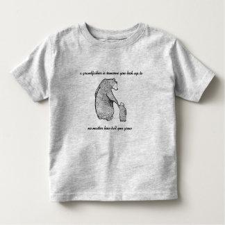 Camiseta Infantil o avô é alguém que você olha acima ao tshirt do