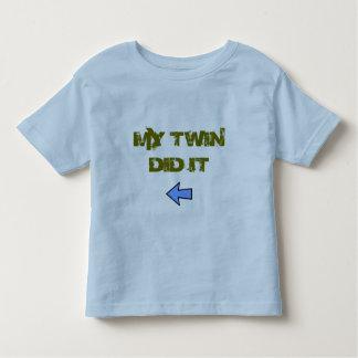 Camiseta Infantil O gêmeo fê-lo